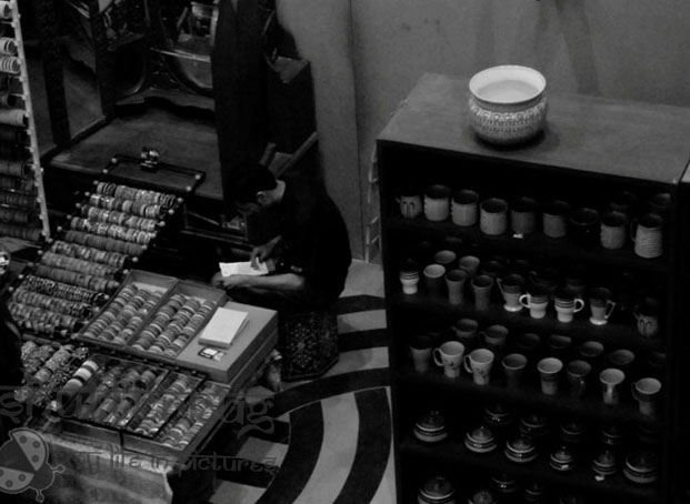 Kingdom of Dreams_Culture Gully_Shops_Counting Pots_Focus